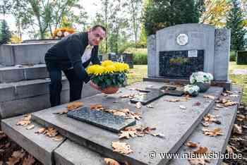 """Zijn ouders zijn nog springlevend, maar toch regelt Peter (52) nu al hun 'tweedehands' graf: """"Geruststellend dat ze hier later kunnen rusten"""""""
