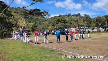 Inicia campeonato de softbol «Profesor José Miguel Godoy» en Boconó - Diario de Los Andes