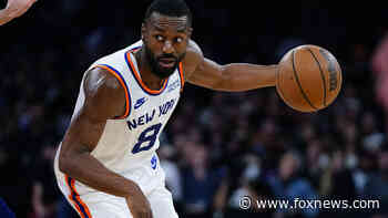 Walker scores 19, Knicks romp to end 15-game skid vs 76ers