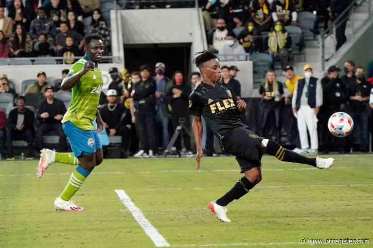LAFC dominates Seattle for pivotal late-season win