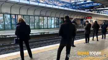 Roma Lido, ha un malore sul vagone del treno: morto un uomo