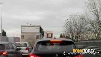 Incidente sul Raccordo Anulare: traffico congestionato dopo un tamponamento tra auto
