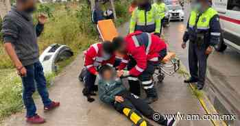 Accidente en Irapuato: Auto embiste a motocicleta en avenida San Cayetano de Luna; mujer queda herida - Periódico AM