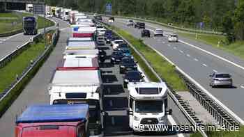 Blockabfertigung legt A8 und A93 lahm - Lkw tummeln sich auch auf den Nebenstraßen