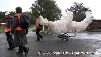 COP26: Mit Polarbär-Skulptur auf Umwelt-Pilgerreise