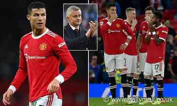 Cristiano Ronaldo 'holding Manchester United dressing room together' as he rallies behind Solskjaer