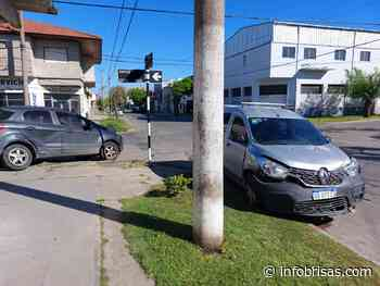 Fuerte choque entre dos camionetas en Belgrano y Juncal - InfoBrisas