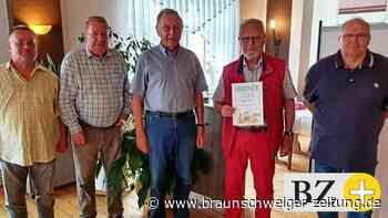 Männergesangverein Oberg zeichnet Manfred Tinius aus