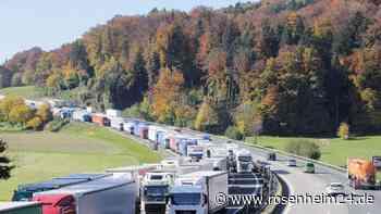 Insgesamt über 70 Kilometer Stau: Blockabfertigung legt A8 und A93 lahm