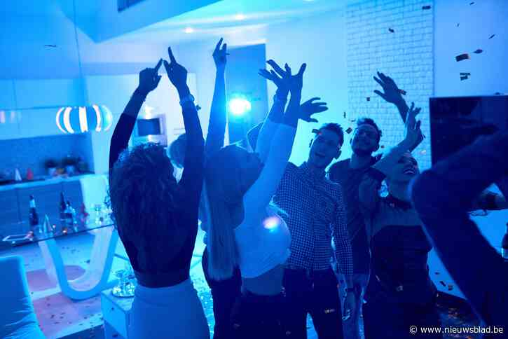 """""""Tot 25.000 euro per week"""": Knokke wil af van jongeren die feestvilla's huren in woonwijken"""